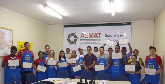 Cartazistas recebem treinamento na Asmat