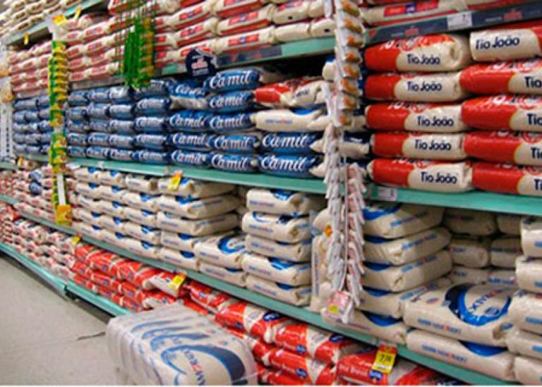 Mercados não são vilões na alta do arroz, diz setor; Procon quer intervenção federal