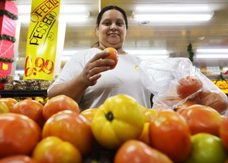 Cebola, batata e tomate são os grandes vilões da alta da cesta básica