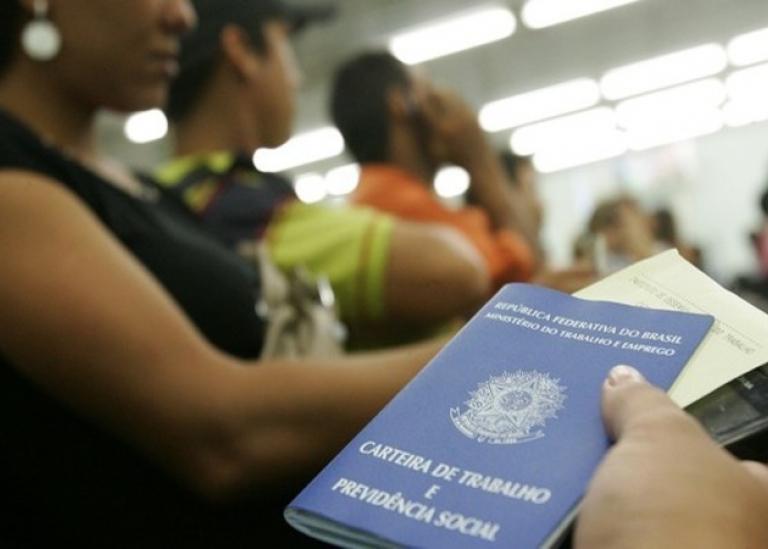 DESEMPREGO CAI E ATINGE 11,9 MILHÕES, MAS INFORMALIDADE BATE RECORDE