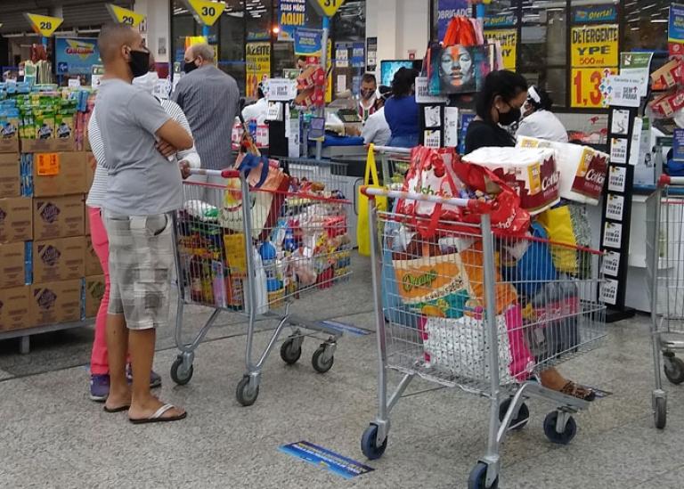 Consumo das famílias cresce 4,84% em julho, diz ABRAS